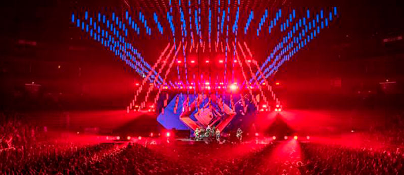 "Red Hot Chili Peppers tour ""The Getaway"" used  the largest kinetic lighting system"