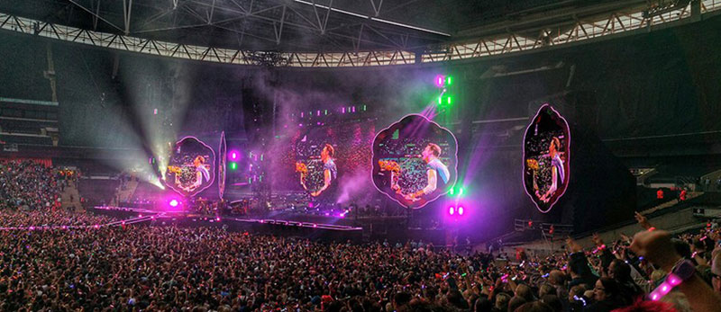 "Сцена для туру ""A Head Full Of Dreams"" гурту Coldplay"