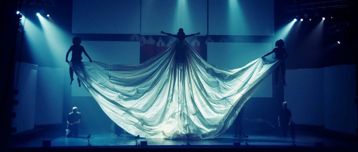 """BlackTrax через чотири роки: Тупак Мартир представляє """"Nierka"""" у ток-шоу """"V & A Evening Talk"""""""